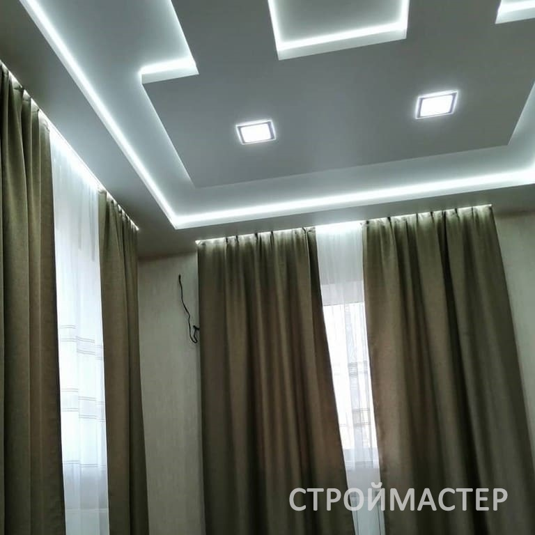 Натяжной потолок в зале Пермь