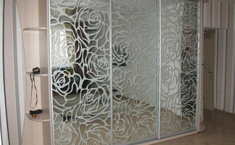 Двери с пескоструйным рисунком для шкафов купе в Перми